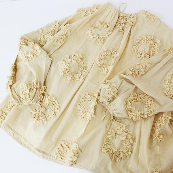 美品 2020SS TOWAVASE トワヴァーズ 19-0001S Anne blouse フラワーリースモチーフギャザーブラウス/ベージュ【2400012468313】